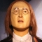Un chino con las gafas de Monedero