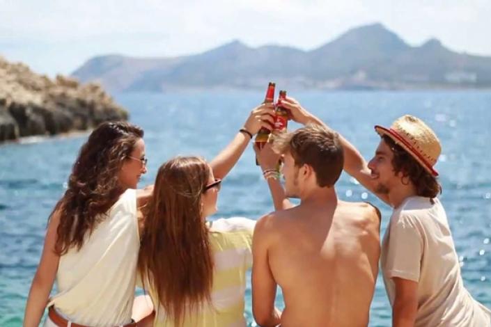 Los veranos de anuncio de cerveza no existen, son los padres